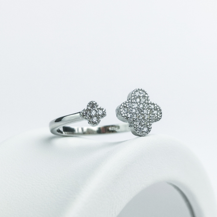 3- Clover Secret Of Luck Silver ring 925 Modern and trendy Silver Rings and women jewelry and accessories from SWEVALI fashion Sweden