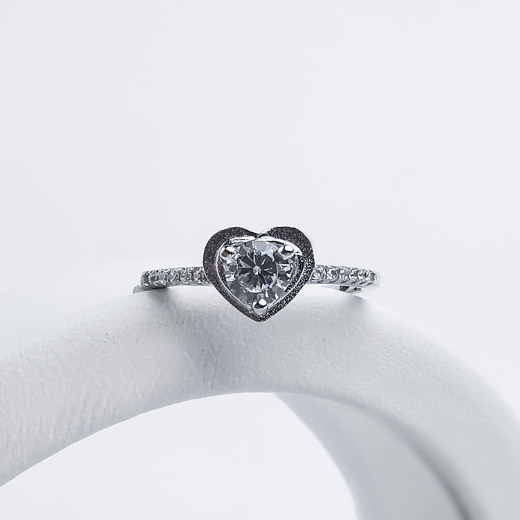 1- Head Of Diamond Silver Ring 925 Modern and trendy Silver Rings and women jewelry and accessories from SWEVALI fashion Sweden