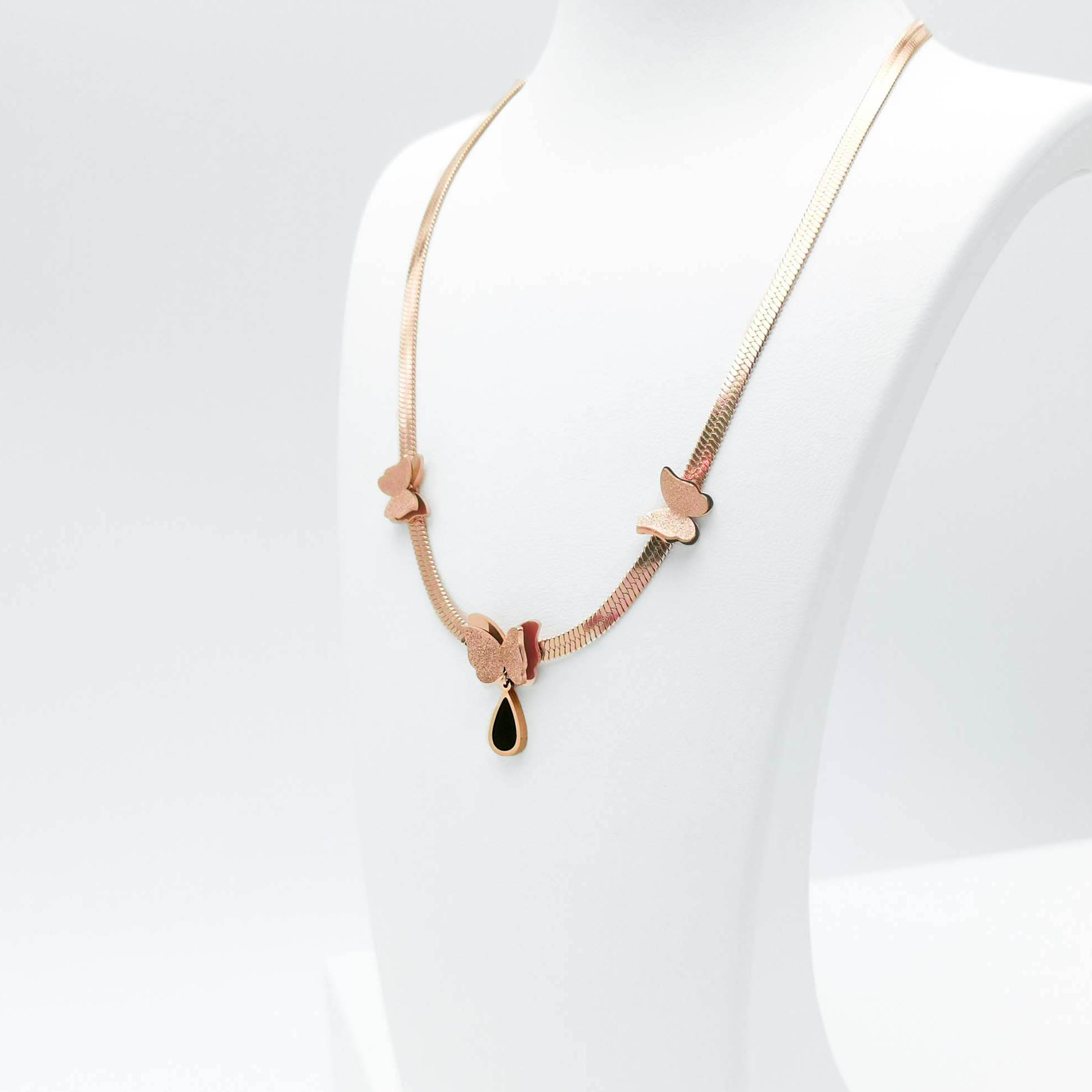 1- Queen Butterfly Ultimate Beauty Halsband Modern and trendy Necklace and women jewelry and accessories from SWEVALI fashion Sweden
