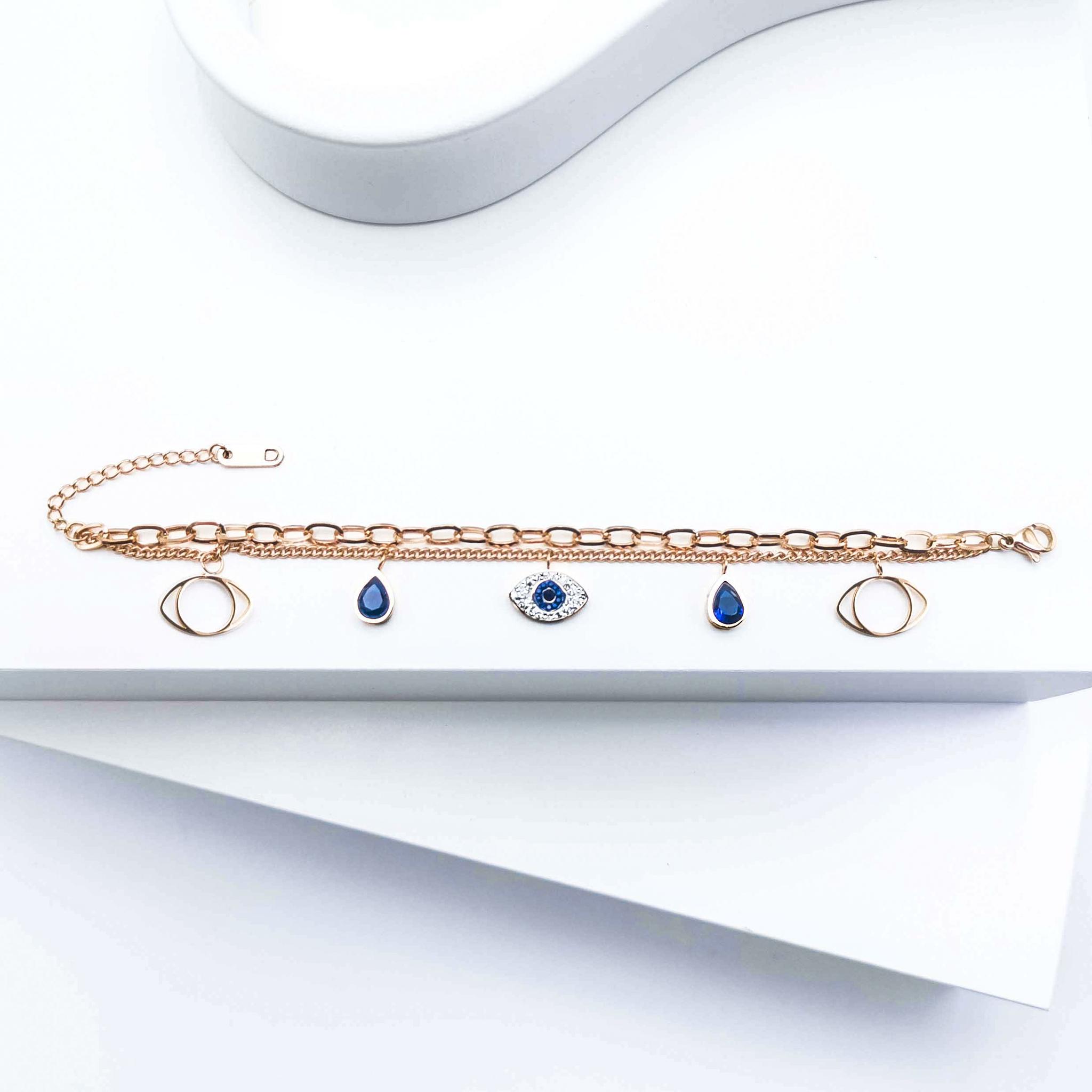 Lady Serenity Armband bild 1 är en Elegant, tidlös, och modern accessoar. Otroligt Vacker design av SWEVALI för alla tillfälle. Smycken är av hög kvalité Stainless Steel. Passar perfekt för damer som
