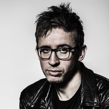 FREDRIK STRAGE - Musikjournalist och expert på populärkultur