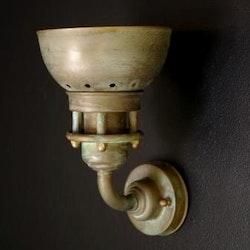 1290.AR Grönpatinerad vägglampa
