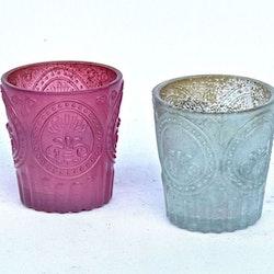 78646 en ljuslykta i glas. Färg: Rosa.