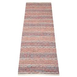 Mindy 140 x 200 cm en härlig bomullsmatta med ett härligt mönster. Färg: Multifärgad i vitt, svart, rött, grönt och rost.