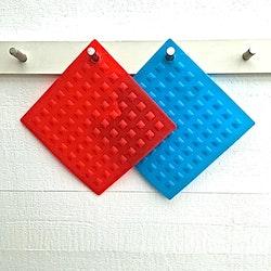 Grytlapp i silikon. Färg: Blå.