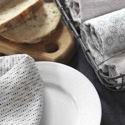 Topas en kökshandduk i halvlinne från Gripsholm. Färg: Linnefärgad med ett marinblått mönster.