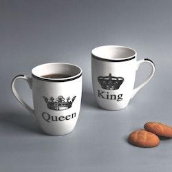 King en kaffe/te/chokladmugg från Modern house. Färg: Vit med ett tryck i svart.