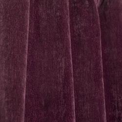 Belgrad ett gardinset i dubbelsidig melerad sammet. Färg: Vinröd.