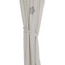 Gardinset med två längder och omtag. Färg: Linne färgad. Mått 2 x 100 x 175 cm, 2 x 7 x 70 cm.