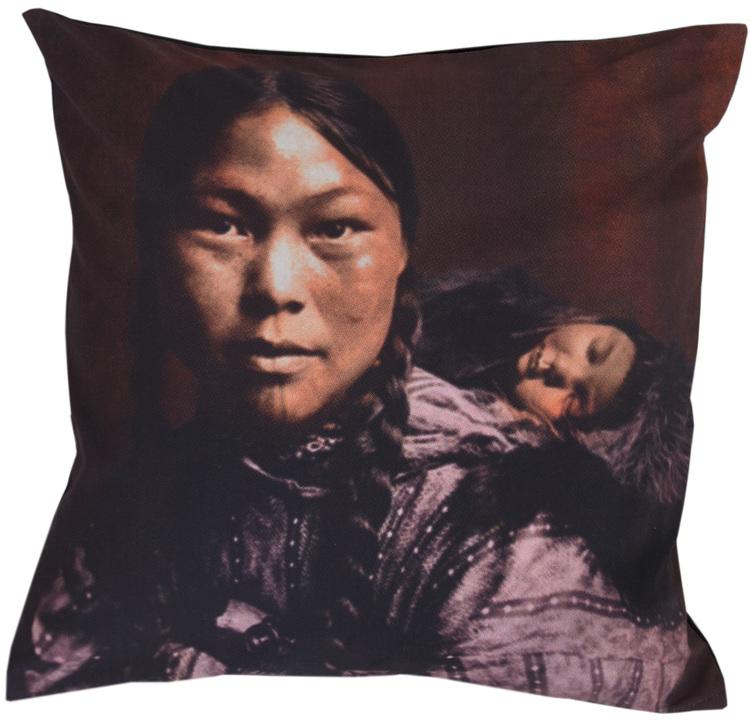 Kuddfodral Portrait 2. Mått 45 x 45 cm.