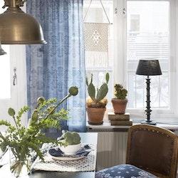 Mandala ett gardinset med två multibandslängder. Mått 2 x 145 x 250 cm.