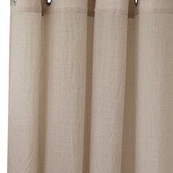Sandfärgad öljettlängd som är lite lagomt skrynklig! Mått 1 x 138 x 250 cm. Material polyester.