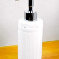 Tvålpump/diskmedelspump. Färg: Vit. Höjd 19 cm.