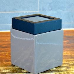 Multibox liten från Cult design. Färg: Mullvad.