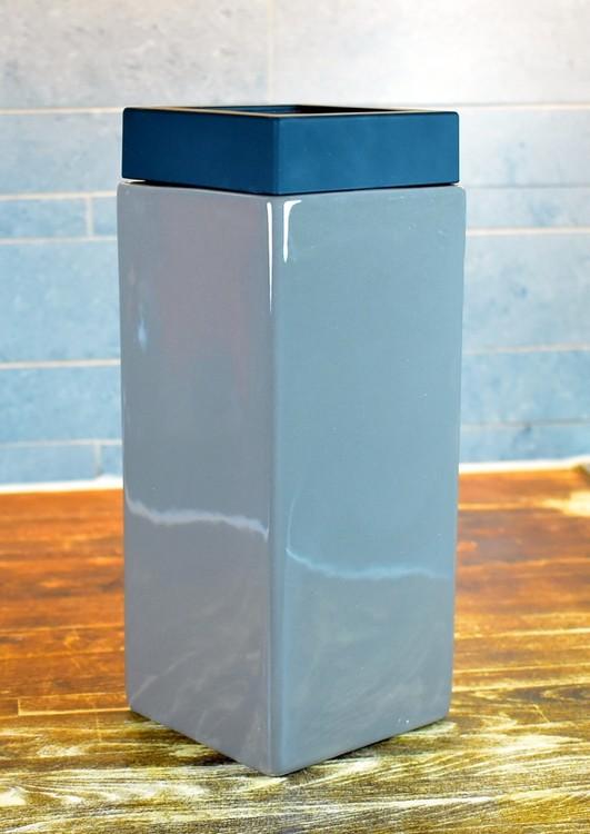 Multibox stor från Cult design. Färg: Mullvad.