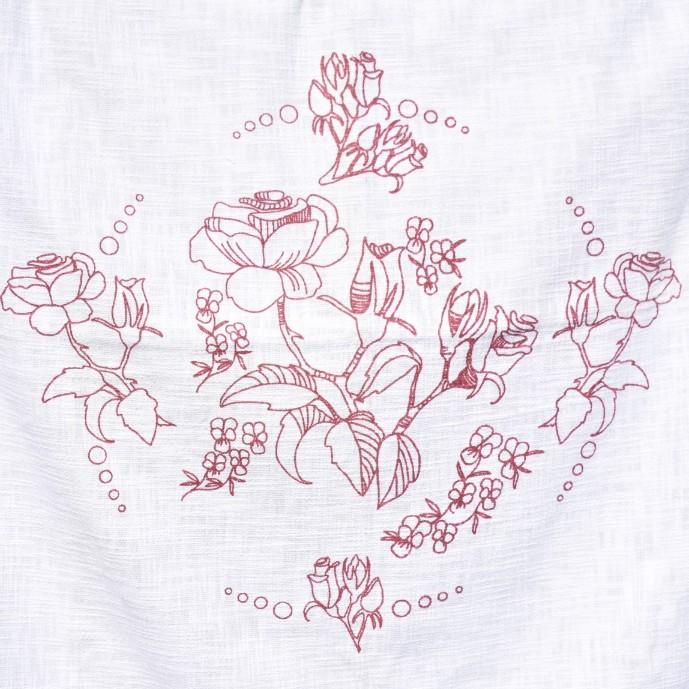 REA! Vit bomullspläd med rött blomtryck. Mått 130 x 170 cm. Material 100% bomull.