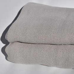 Överkast från Gripsholm. Mått 150 x 260 cm. Material 100% bomull.
