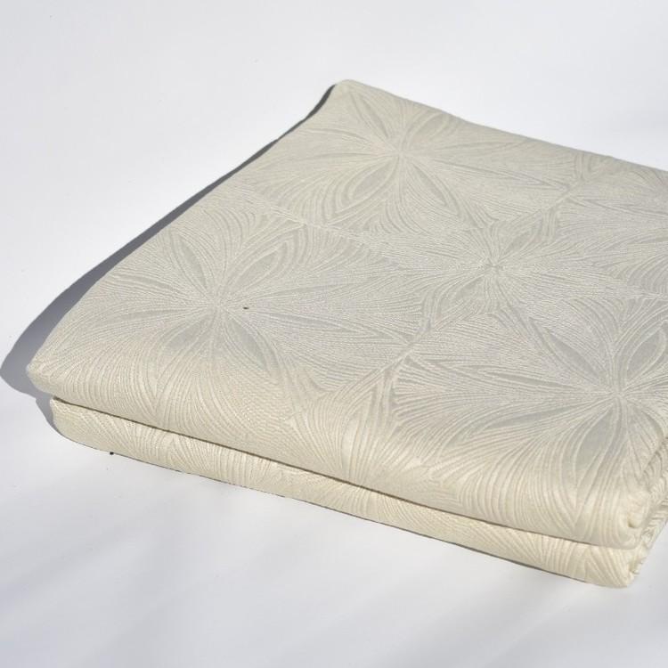 Överkast till dubbelsäng från Jakobsdal. Mått 260 x 260 cm. Material: 52% bomull och 42% polyester.