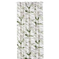 Vågad (grön) gardinset med dolda hällor från Boel & Jan. Mått 2 x 145 x 240 cm. Material: 100% bomull.
