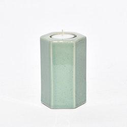 Värmeljushållare  Beehappy från Cult design. Färg Salvia. Mått H 12 cm, Dia. 8 cm.