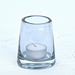 Värmeljushållare från Serholt i glas. Färg klar. Mått H 8 cm , D 7 cm.