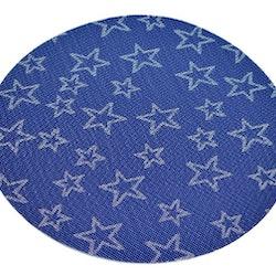 Rund tablett blå med vita stjärnor. Diameter 38 cm. Material polyester.