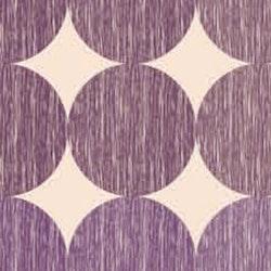 Vaxduk på metervara från Nobel house. Färg: Creméfärgad med lila prickar. Bredd 140 cm.