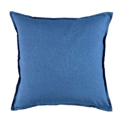 Kuddfodral Ribersborg från Gripsholm. Färg: Blå. Mått: 50 x 50 cm. Material: 50% bomull och 50% linne.