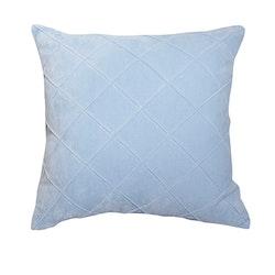 Kuddfodral Emma i ljusblå sammet från Gripsholm. Färg: Ljusblå. Mått: 45 x 45 cm. Material: Bomull.