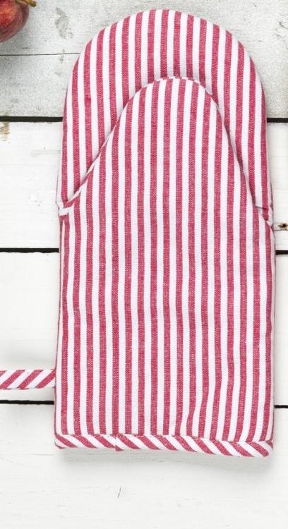 Grytvante Victoria. Färg: Röd och vitrandig. Mått: 15 x 30 cm. Material: Tyg 100% bomull. Fyllning 100% polyester.