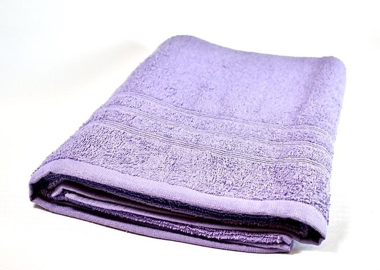 Frottébadlakan Soft från Noble house. Färg: Lila. Mått: 70 x 130 cm.