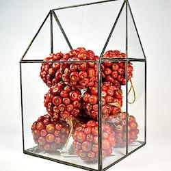 Äppelboll som även kan hängas. Färg Röd. Mått: Ca 11 cm i diameter.