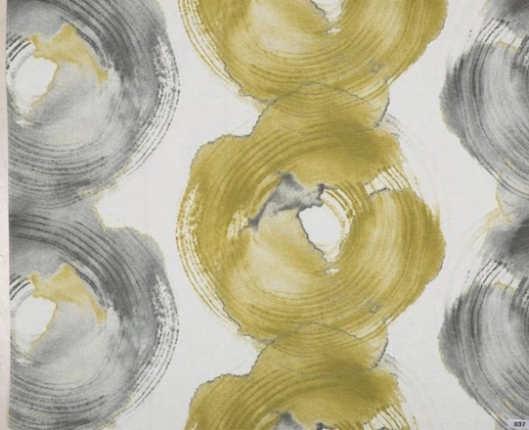 Östen ett gardinset med multiband. Färg: Vitt, grått och gult.