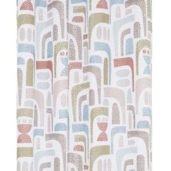 Design ett gardinset med öljetter. Färg: Vit med ett tryck i rosa, blått och grått.