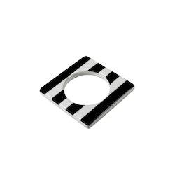 Change ljusmanchett från Cult design. Färg: Vit med svarta ränder.