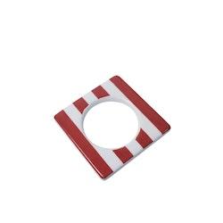 Change ljusmanchett från Cult design. Färg: Vit med röda ränder.
