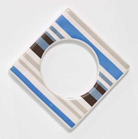 Change ljusmanchett från Cult design. Färg: Vit med blå och beiga ränder.