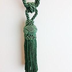 Tassel/gardinomtag med tofs från Gunnar Winter och systrar. Färg: Aquagrön.