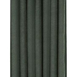 Boris ett gardinset med öljetter. Färg: Mörkgrön.