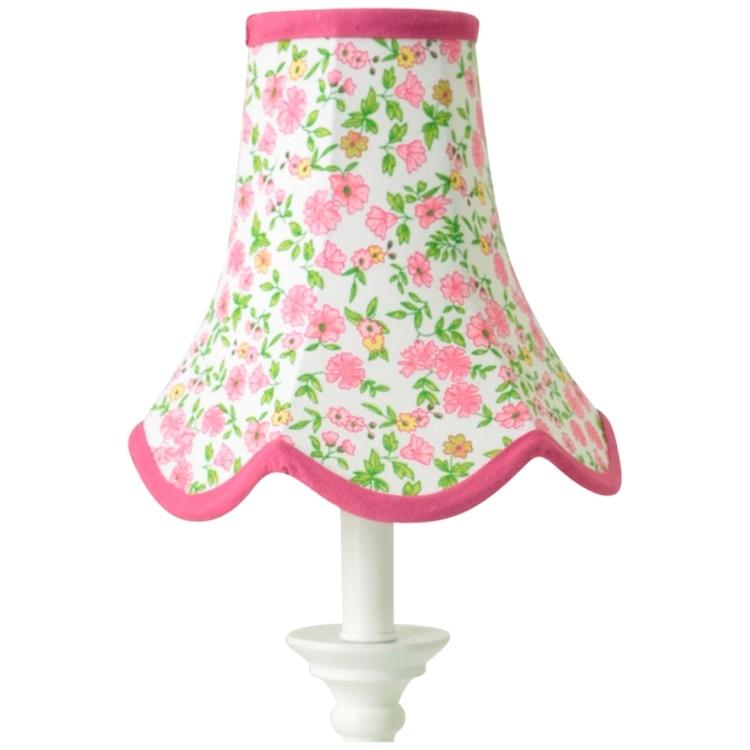 Doris en lampskärm från Boel & Jan med vågad kant. Färg: Vit med rosa och gula blommor med gröna blad och rosa kantband.