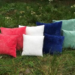 Flanel en härligt mjuk kudde i Manchestersammet. Färg: Off-white.