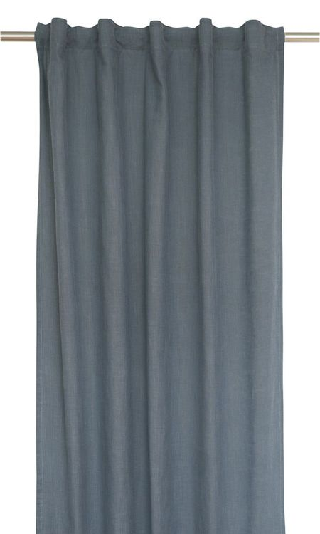 Enzyme ett gardinset i tvättad bomull. Färg: Blå.