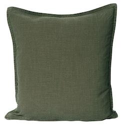Enzyme ett härligt enfärgat kuddfodral till i tvättad bomull. Färg: Mörkgrön.