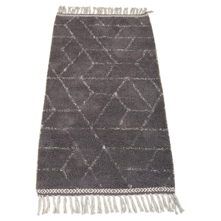 Safira en underbar ryamatta från Boel & Jan. Färg: Grå och vit. Mått: 160 x 230 cm.