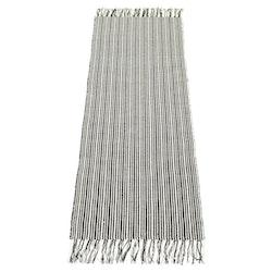 Evald 140 x 200 cm är en randig bomullsmatta från Boel & Jan. Färg: Mörkgrå och vit.