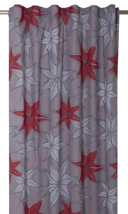 Julestjärn ett julgardinset med multiband. Färg: Grå med med vita och röda julstjärnor. Mått: 2 x 115 x 240 cm.