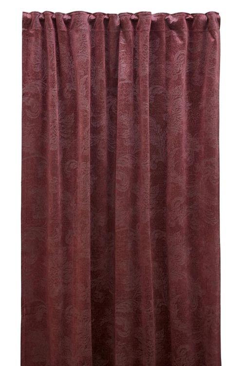 Roma paisley är en gardinlängd i sammet med multiband. Färg: Vinröd.