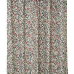 Pionee är ett gardinset med multiband. Färg: Ljusblå med blommor i ros och beige.