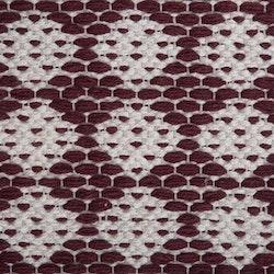 Temmy 70 x 240 cm en snygg bomullmatta med ett skönt mönster. Färg: Vinröd och off-white.