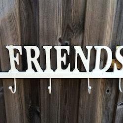 Friends en hängare med 4 krokar. Färg: vit. Mått: B 45, H 15 cm. Mått: